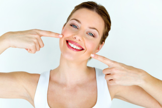 Sbiancamento dentale, come si svolge e le differenti tipologie